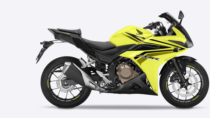 Vista lateral de la CBR500R Ice Yellow de pie sobre fondo blanco