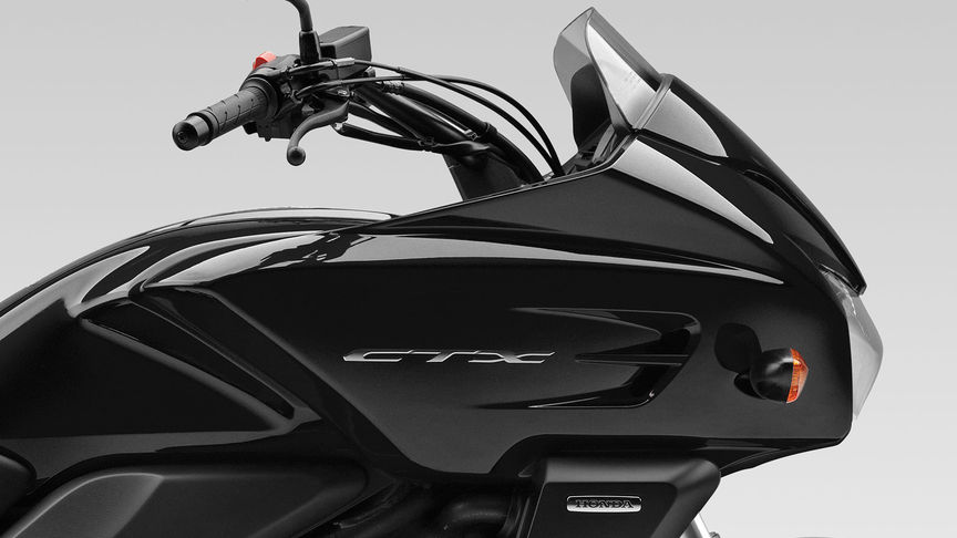 Tourer, CTX700, en estudio, negro Darkness Metallic, carenado, detalle