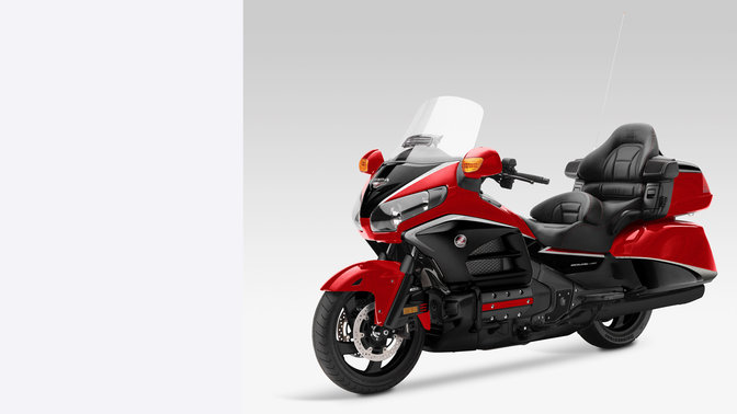 Honda, Gold Wing, en estudio, vista delantera de 3/4, Candy Prominence Red / Graphite Black
