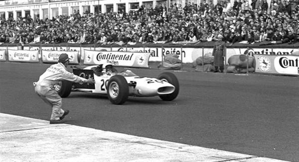 Honda debutó en 1964 en la F1 de la mano de Ronnie Bucknum en el GP de Alemania