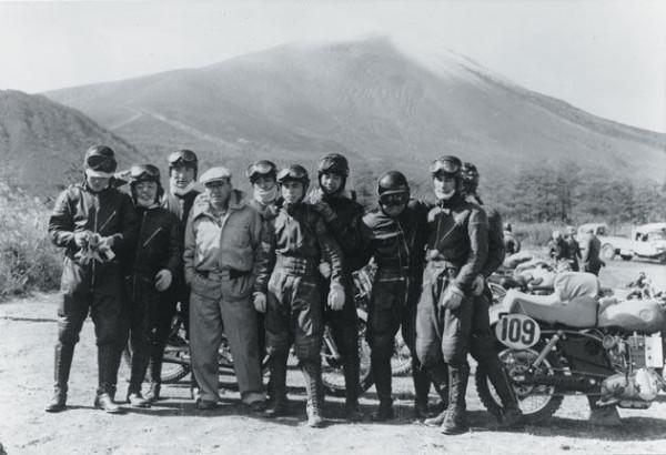 Soichiro Honda en la All Japan Motorcycle Endurance Road Race de 1955