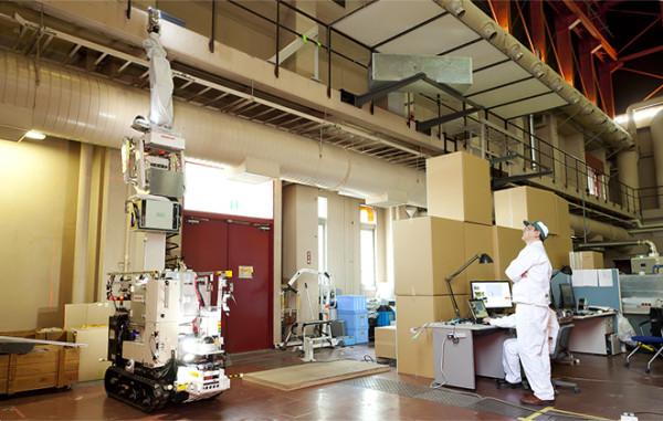 Robot de inspección en zonas elevadas durante las pruebas realizadas por Honda
